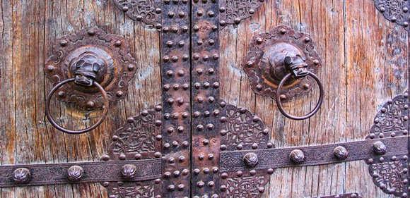 Door1 580×281